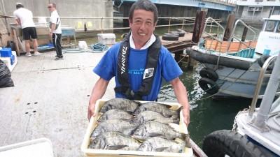 <p>親木様 旧一文字白灯 紀州釣り チヌ~40cmまで8尾GET</p> <p>旧一文字の紀州釣りでも好釣果出ていますね(^o^)vおめでとうございます</p>