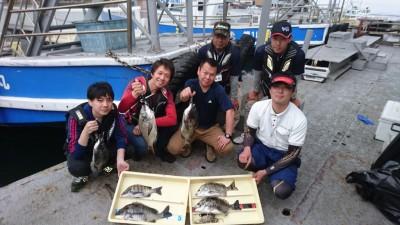 <p>本日、フィッシングマックス二色浜店主催のフカセ釣り教室が旧一文字で行われました!釣果もまずまずあったようですね(^o^)vおめでとうございます!</p>