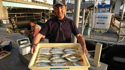 <p>谷口さん 沖の北 サビキ釣りでアジとマイワシ!15時~18時での釣果です。マイワシはオイルフェンス内側で浅い棚で釣れたそうです。顔出しありがとうございます♪</p>