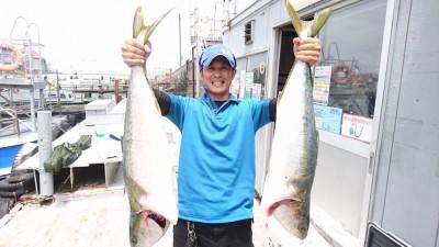 <p>村田様 沖の北 ノマセ釣り ブリ96cm/90cmGET</p> <p>村田様本日の釣果です(^o^)v計2本!おめでとうございます!雨の次の日は青物/アジ共に、好釣果の日が多いので狙い目ですよ!!</p>