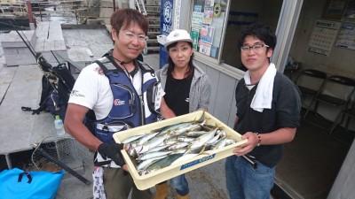 <p>元畑様 沖の北 サビキ アジ/ツバス/サバGET</p> <p>雨の次の日は良く釣れるのでオススメです!おめでとうございます</p>