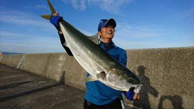 <p>村田様 沖の北 のませ釣り(エレベーター) ブリ96㎝ 8.2kg!!! 5時半便で船を着けたときに今日は釣りますよって話をしていたんですがまさか本当に釣るとは…。さすが青物マスター♪6時頃に釣れたそうです。</p>