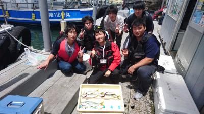 <p>釣道会の皆様 沖の北 ジグサビキ ツバスGET</p> <p>ツバスの他にもアジも釣れていましたよ(^o^)v次回はブリでお願いします!</p>