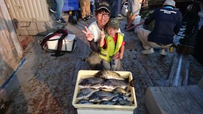 <p>高野様 中波止 紀州釣り チヌ40cmまで10尾GET</p> <p>今日も中波止良く釣れてますね(^O^)おめでとうございます!</p>