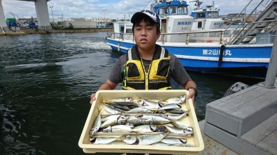 <p>尾野様 沖の北 サビキ釣りで中アジとツバス!中アジの時合いは5時半頃までだったそうです。</p>
