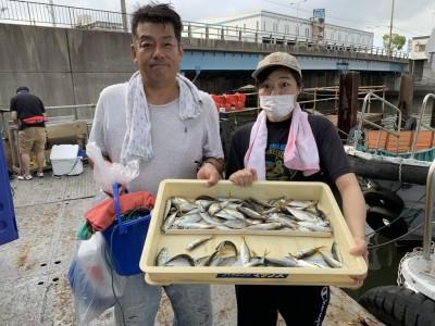 <p>8/11 沖の北 内向き サビキ 豆アジ/小サバ 良型のアジは減ってきましたが豆アジは絶好調♪豆アジのノマセでツバスも良く釣れてますよ〜♪</p>