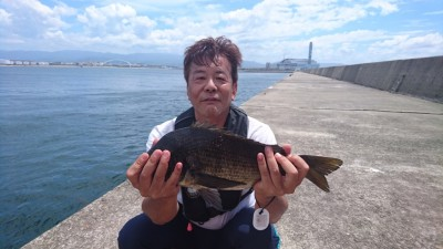 <p>真田様 沖の北 落とし込み 良型チヌGET</p> <p>13:00便の時にヒットしていました(^O^)おめでとうございます</p>