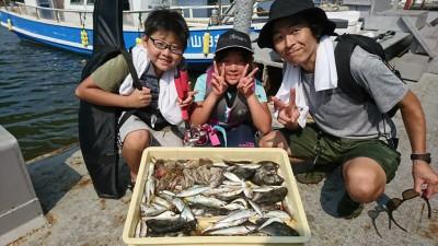 <p>沖の北内向き サビキで豆アジ・小サバ・グレ!タコも釣れました♪いろいろ釣れるのでファミリーで楽しめますね。暑いので飲み物と氷は沢山準備してください。パラソルがあるとかなり暑さをしのげますよ。</p>