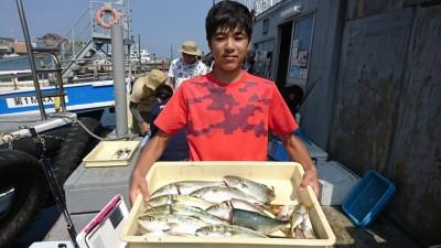 <p>沖の北 のませ釣りでツバス大漁!今日はツバスの活性も高く皆さん釣っている感じでした。</p>