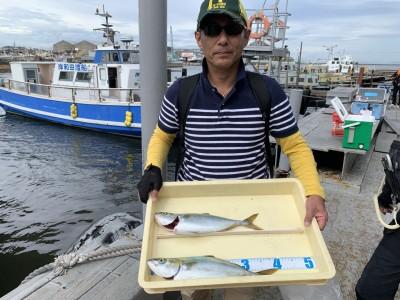 <p>沖の北 メタルバイブでツバス2匹ゲット♪ジグでも釣れていますがメタルバイブの方が良い感じがします♪おめでとうございます(^O^)</p>