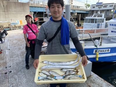 <p>トミタ様 沖の北 旧一文字赤灯 太刀魚・中アジ・サバ・メッキ・ウミタナゴ 太刀魚は朝の7時ごろ沖の北の外向きでの釣果です♪五目釣り達成ですね♪おめでとうございます(^o^)</p>