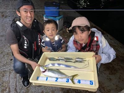 <p>林様 ツバス・太刀魚・ウルメイワシ ツバスはのませ釣りで釣られています♪ アジも沢山釣れたみたいですがのませ釣りに使われたみたいです♪人気ターゲットの魚の太刀魚もツバスもおめでとうございます♪</p>