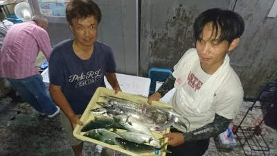 <p>山本様 湯浅様 沖の北 ショアジギ/ツバス テンヤ/タチウオGET</p> <p>今日は良く釣れてますね(^O^)おめでとうございます!</p>