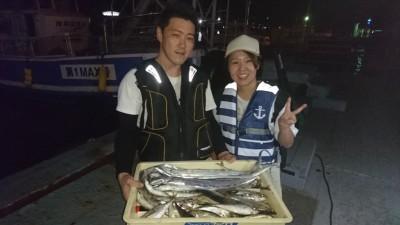<p>中川様 旧一文字赤灯 サビキ アジ多数 ウキ釣り タチウオGET</p> <p>タチウオは釣れたイワシで狙ったそうです(^O^)おめでとうございます</p>