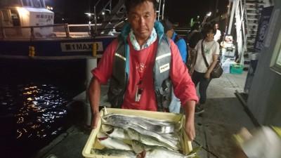 <p>山崎様 沖の北 ルアー タチウオ・ツバス・サゴシGET</p> <p>昨日より海の状況は良くなってますね!おめでとうございます(^O^)</p>