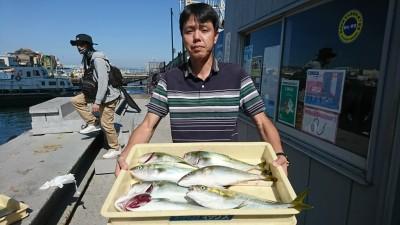 <p>沖の北 のませ釣りとルアーでツバス!サイズもいい感じですね♪9時便で着岸してるときにも釣れていましたよ。ポツポツと一日中釣れる感じです。</p>