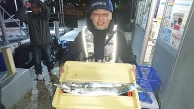 <p>桑原様 沖の北 ウキ釣り タチウオGET</p> <p>今日は平均2~3本の方が多いですね!おめでとうございます(^O^)</p>