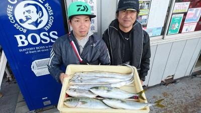 <p>小西様 武田様 沖の北 ルアーでツバスとタチウオGET</p> <p>青物少し減ってきている感じなので、釣れてる内に来てくださいね(^O^)おめでとうございます</p>