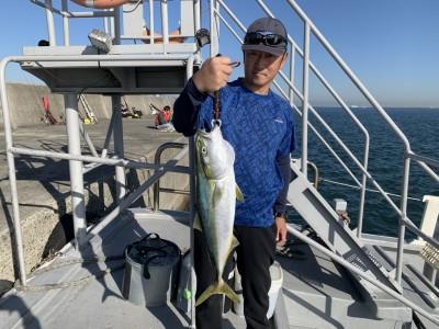<p>岩本様 沖の北リアルタイム 7時頃にのませ釣りでメジロ63cmGETです♪この型の同じ群のメジロに午後も期待したいですね(^o^)おめでとうございます^ ^</p>
