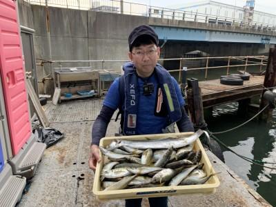 <p>中谷様 沖の北 太刀魚はキビナゴのウキ釣りで朝イチに釣り、その後はサビキ釣りで中アジ多数GETされています♪今朝は先端の方では8時頃まで中アジが釣れていたとの事でした!平均サイズも25 cm程あり、半年ぶりの釣りで良い思いが出来ましたね^ ^中谷様、おめでとうございます(^o^)</p>