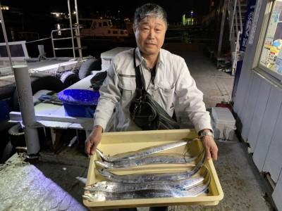 <p>石井様 沖の北 太刀魚 ウキ釣り(キビナゴ)で太刀魚5本GET♪17時頃から釣れ出したみたいです!おめでとうございます(^o^)</p>