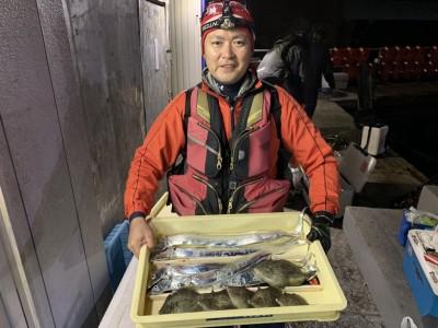 <p>中野様 旧一文字 赤灯 太刀魚・カワハギ 太刀魚は17時半頃からテンヤで釣れ出し時合は30分しかなかったとの事ですが5本GETされてます!カワハギは先端で21cmまでを6匹!おめでとうございます^o^</p>