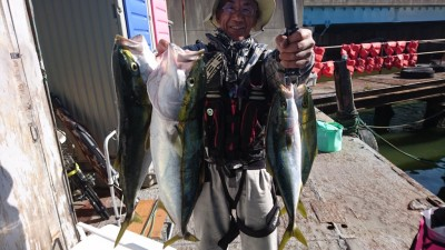 <p>高倉様 沖の北 ノマセ ツバス~メジロサイズGET</p> <p>今日は久々の顔だし写真ですね!(^O^)おめでとうございます!</p>