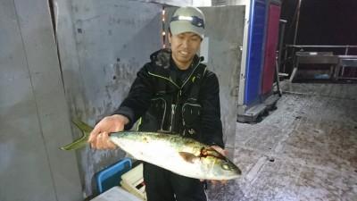 <p>藤井様 沖の北 ノマセ ハマチGET</p> <p>今ノマセ釣りをすれば、高確率で釣れますよ♪おめでとうございます(^O^)</p>