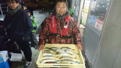 <p>上田様 沖の北 サビキ 中アジGET</p> <p>今日も16:00過ぎから釣れてるようですね!おめでとうございます(^O^)</p>