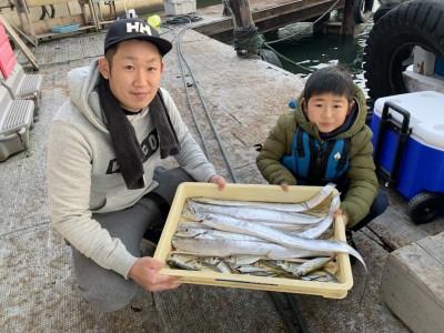 <p>奈良の坂口様 沖の北 太刀魚は朝イチから7時頃までメタルジグでの釣果です♪その後あたりが止まった為サビキで小アジを GET♪のませは不発だったみたいですがその後13時頃から太刀魚が釣れ出したみたいです!おめでとうございます(^o^)</p>