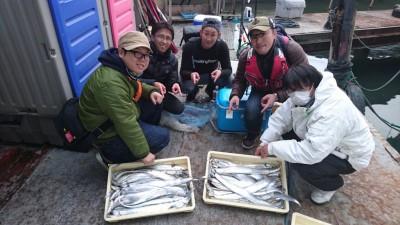 <p>奈良の坂口チーム様 沖の北 ルアー タチウオ多数GET</p> <p>オイルフェンス内側でタチウオは終始当たりっぱなしだったようです!おめでとうございます</p>