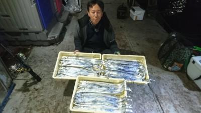 <p>河島様 沖の北 テンヤ タチウオ大漁GET</p> <p>途中から釣り飽きて遊び釣りされていたようです(^_^;)おめでとうございます!</p>