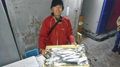 <p>川崎様 沖の北 テンヤ タチウオ多数GET</p> <p>濁りのせいで、昨日よりは渋いようですが、これだけ釣れれば十分でしょう(^O^)おめでとうございます</p>