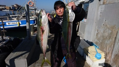 <p>カワムラ様 沖の北 ノマセ ブリ2尾GET</p> <p>一本追加で釣れたようです(^O^)おめでとうございます!</p>