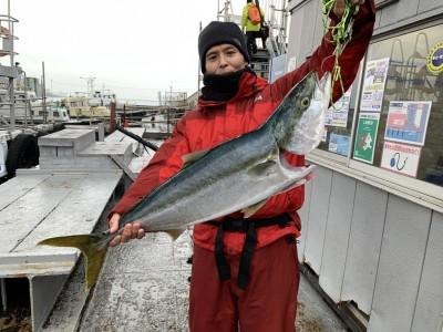 <p>岩井様 沖の北 11時半頃にのませ釣りで87cmのブリ GET♪水温の下がりも半月程遅れているので年明けもまだまだ狙えそうですよ♪おめでとうございます(^O^)</p>