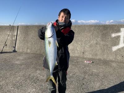 <p>五浦様 沖の北リアルタイム 9時頃にのませ釣りでメジロ65cm GET^ ^青物の回遊は継続中です♪まだまだ狙えますよ^ ^おめでとうございます(^o^)</p>