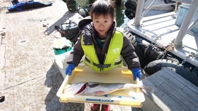 <p>りくと君 沖の北 ノマセでシーバスGET</p> <p>これからの季節、ノマセに掛かる獲物は大きいのが多いですね!おめでとうございます(^O^)</p>