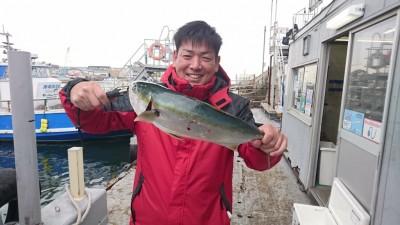 <p>濱田様 沖の北 ノマセ ハマチGET</p> <p>珍しくハマチサイズが釣れましたね!大物回遊もあるはずですよ(^O^)おめでとうございます</p>
