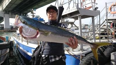 <p>岸田様 沖の北 のませ釣りでブリ87㎝!9時半頃にヒット!</p>