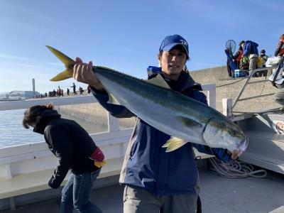 <p>村田様 沖の北リアルタイム 8時過ぎにのませ釣りで良型の青物ゲット♪青物ハンター村田様!流石の釣果です♪</p>