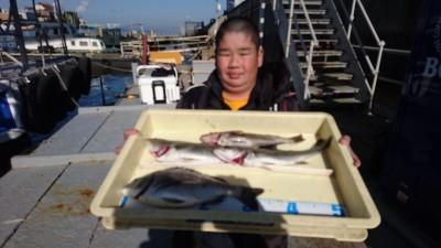 <p>サンジ様 沖の北 エビ撒きでアイナメとセイゴとチヌGET</p> <p>久々の出船でしたが、魚は居るようです(^O^)おめでとうございます</p>