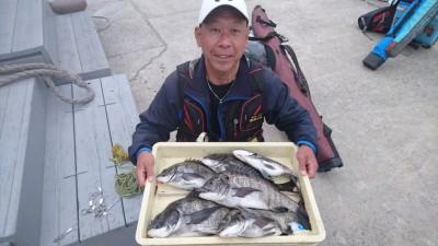 <p>松原様 沖の北 フカセでチヌ好釣果!</p> <p>2日連続で好釣果ですね!チヌの本格シーズンスタートの予感・・落とし込みも楽しみです(^O^)おめでとうございます</p>