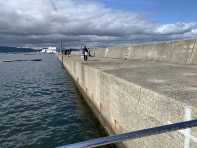 <p>沖の北 今朝の状況は雨後の濁りと大潮で潮が変わったおかげかサビキで小アジ(中アジ混じり)・小サバが全体的に良く釣れていました!</p>