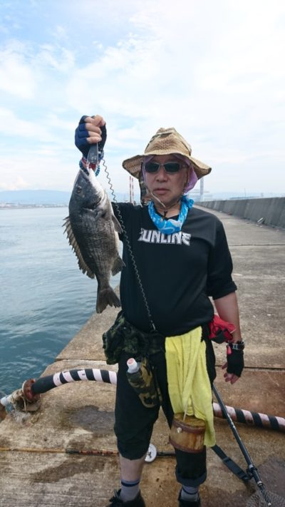 <p>西田様 沖の北 落とし込み(イガイ)で45cmまでのチヌ4枚ゲット♪</p>