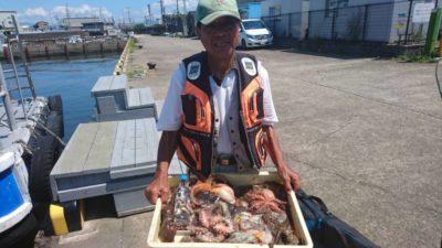 <p>前田様 沖の北 自作テンヤでの釣果でタコ大量♪さすがの釣果です^ ^おめでとうございます(^o^)</p>