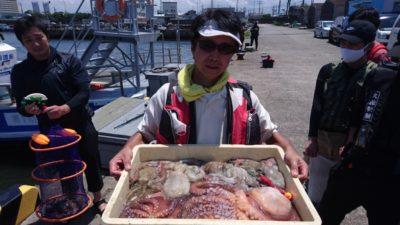 <p>駿パパ様 旧一文字 タコスラ タコ~1610gまでGET</p><p>自作タコテンヤでの釣果です(^^♪いつも良型釣られてますね!</p>