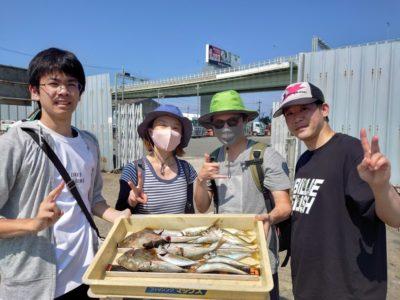 <p>ルアーっと様 沖の北 サビキ釣りで中アジ!沖にもカワハギいるみたいですね♪いろいろ釣れるので楽しめますよ。</p>