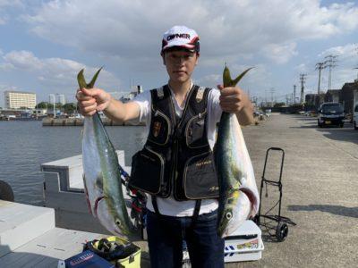<p>ハマダ様 沖の北 初めてののませ釣りでメジロ2本 GET♪メジロサイズの回遊が多いですね!おめでとうございます(^o^)</p>