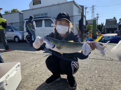 <p>N.ONE FISHING CLUB様 沖の北 のませ釣りでハマチ〜メジロ GET♪今日は少し渋かったみたいです(ToT)朝の6時半頃までは小アジが良く釣れたみたいなのでのませ用の餌の確保は出来そうです!</p>