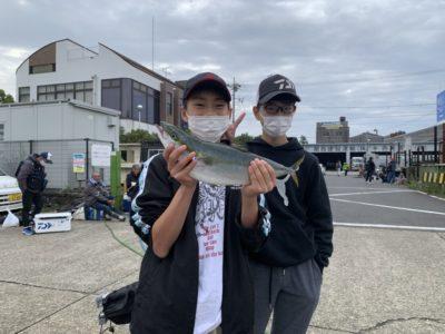 <p>岩本君 沖の北 のませ釣りでハマチ!!</p>
